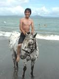 海水浴外乗 裸馬に水着で騎乗!